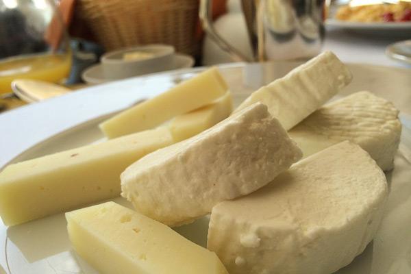 Fromage de vache au lait cru ou pasteurisé : Les différences